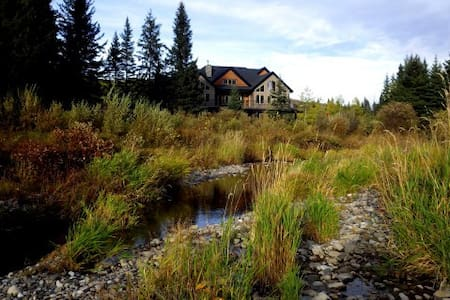 Diamond Willow B&B, Wild Rose Room, luxury getaway - Turner Valley