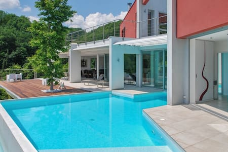 Luxury multi activities property - Hus