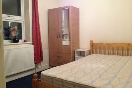 1 Private Bedroom - Rumah