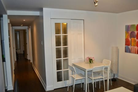 Cozy 3 bedroom with Free Parking(a) - Montréal - Apartment