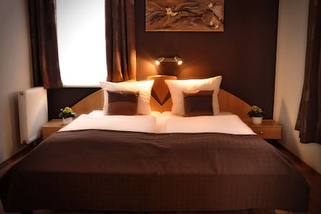 Apartmenthotel New Angela im Rosenviertel - Bed & Breakfast