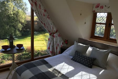 Private garden Annexe with a VIEW! - Bed & Breakfast