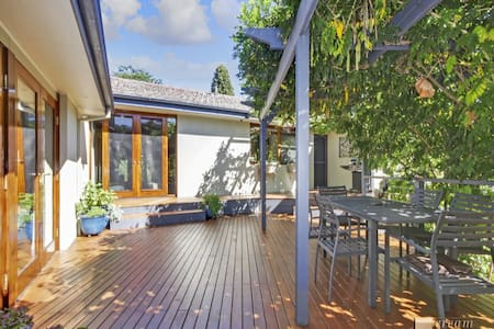 Country style outdoors and gardens - Curtin - House