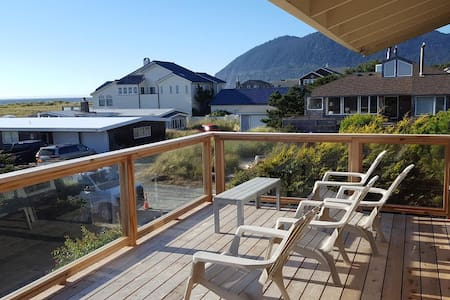 Pelican Point: a spacious ocean-view getaway - Manzanita - 獨棟