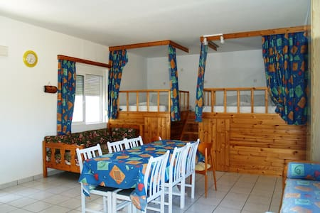 Traditional Family house 5min from beach - Haus