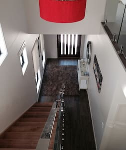 Large family house with pool in great location - Rumah