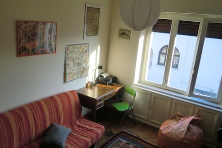 Stanza privata con vista collina e centro storico. - Apartment