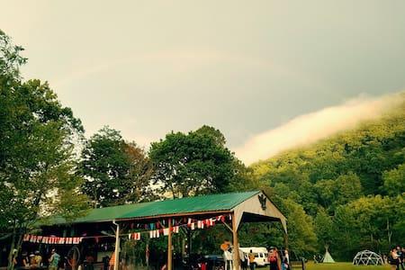 Pitch Your Tent! (Primitive) #6 - Berea - Tenda