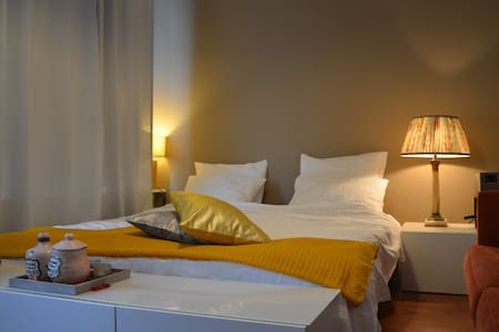 Beautiful, centrally located room - Utrecht - Bed & Breakfast