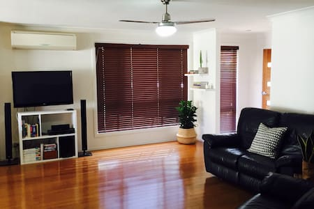 Cozy 2BD unit 2 min walk to beach