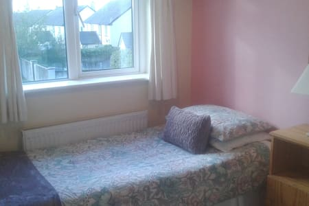 Convenient & cosy single room - Tuam - Bed & Breakfast