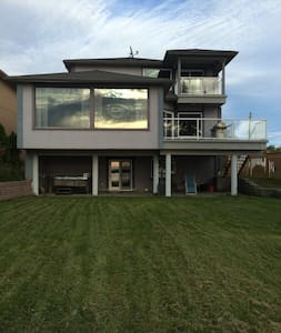 Large lake front home minutes away from Sudbury - House