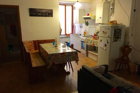 BOLOGNA: Lovely singl right in center, nice bkft - Bologna - Apartment