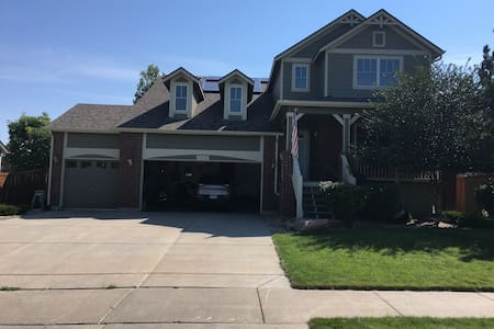 Great Home in quiet neighborhood - Aurora
