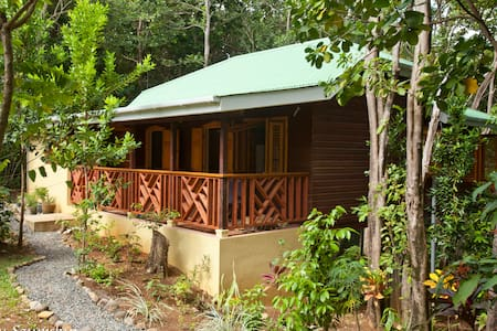 The Cottage at Villa PassiFlora - Guesthouse