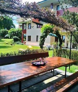 B&B in villa con piscina - Wohnung