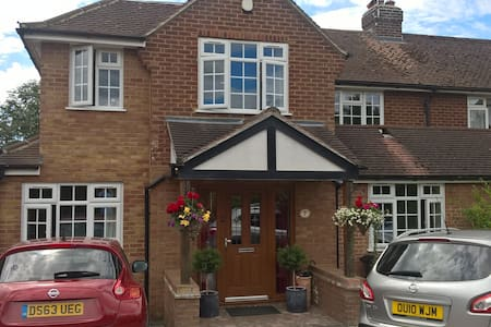 Lovely house, close 2 station, 2 sep rooms listed - Wheathampstead