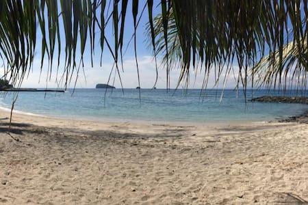 Villa Refresh with FREE breakfast, 100m to beach - Manggis - Villa