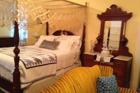 Downtown, romantic private suite - Bed & Breakfast