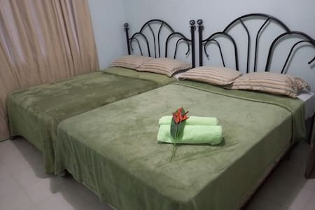 Rate room only ( RM1) share kitchen/living/bath - Airai - Apartment