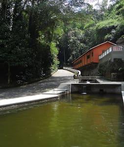 Santuário ecológico no coração da mata atlântica - Cachoeiras de Macacu - Blockhütte