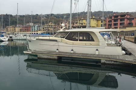 Great experience to stay in Greenline 33 yacht - Muggia - Boat