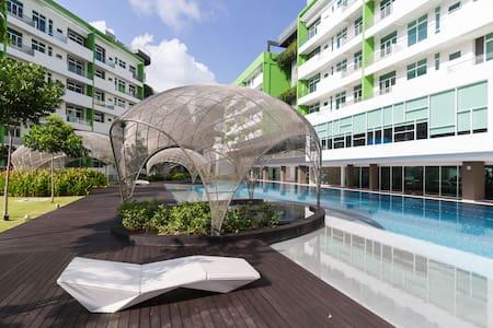Luxury Airport Resort with Beautiful Pool & Gym - Bayan Lepas - Lakás