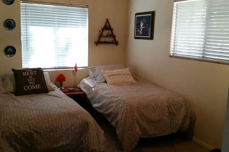 """""""Namaste in bed"""" cabin guest room - Twain Harte - House"""