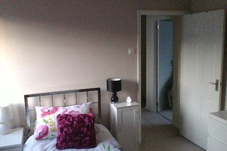 single room Farnborough - Farnborough - House
