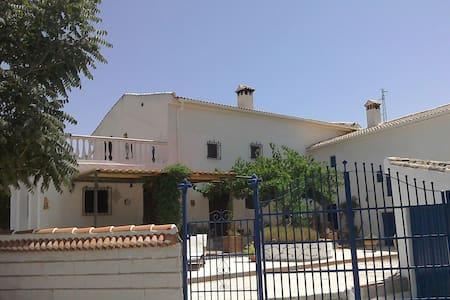Casa Aromic - Castillo de Locubín - Hus