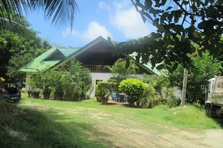 "Jeannys ""Room A"" - Grand Anse - Wohnung"