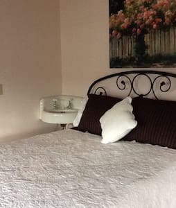 Chrysocolla Inn - Rose Quartz Room - Bed & Breakfast