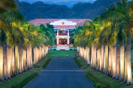 Spacious Villa at Dorado Beach - Pis