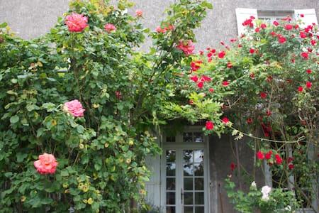 Chambre.Maison avec jardin 300m2 - House