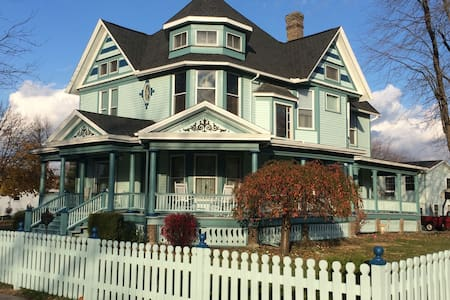 Elegant Victorian B&B near ONU - Ada - Bed & Breakfast