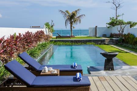 Luxury 2 Bedroom Beachfront Villa - Blahbatuh - Huvila