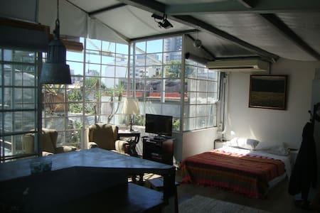 Sunny Studio Private Heated Pool