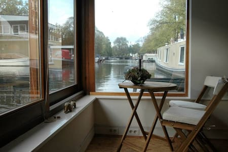 Great houseboat in Jordaan