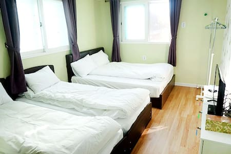 Family room, Free Pick-up/Drop-of - Bed & Breakfast