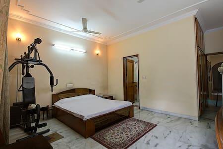 INDIAN HOME STAY NOIDA / DELHI