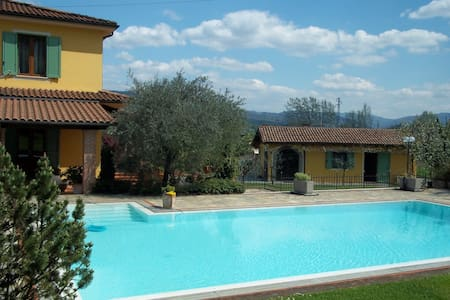 Detached Villa with pool and garden - Gallicano - Rumah
