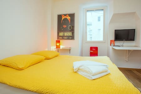 Room Forum Midi Guestrooms - Martigny - Bed & Breakfast