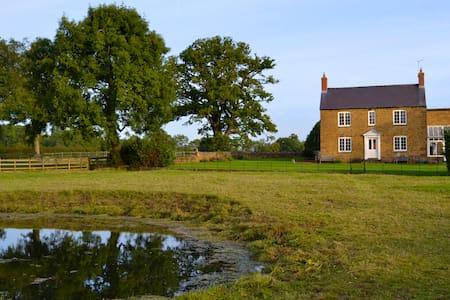 Worton Grounds Farm - Bed & Breakfast