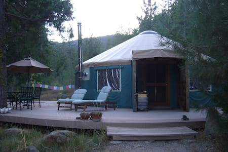 Creekside Yurt at Mount Shasta - Weed