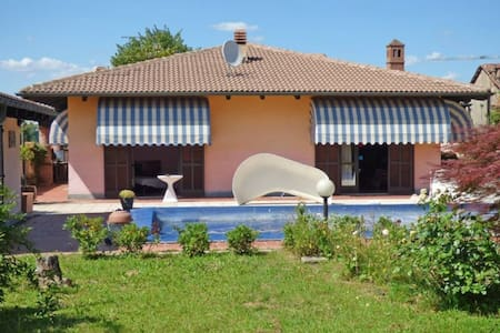 villa and swimmingpool - House