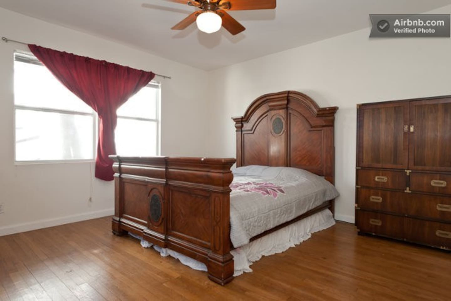 Grand Room with queen bed