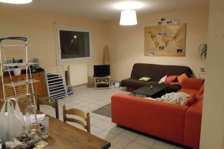 Chambre dans maison chaleureuse - Ev