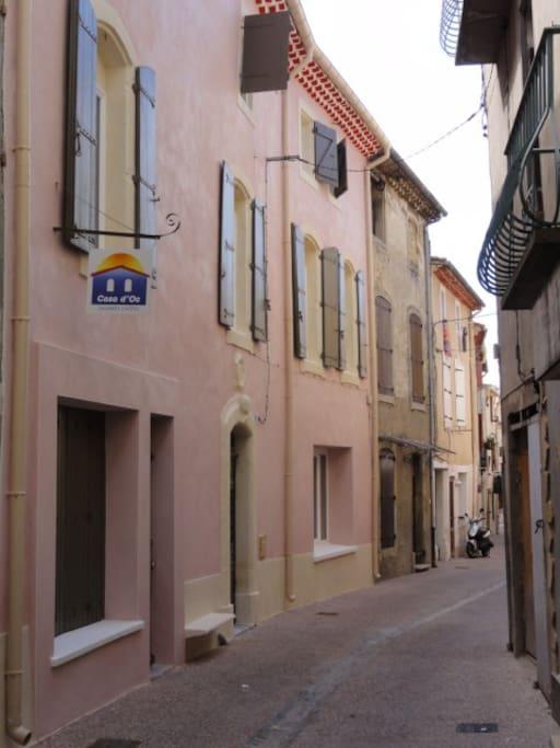 rue piétonne dans le vieux centre médiéval