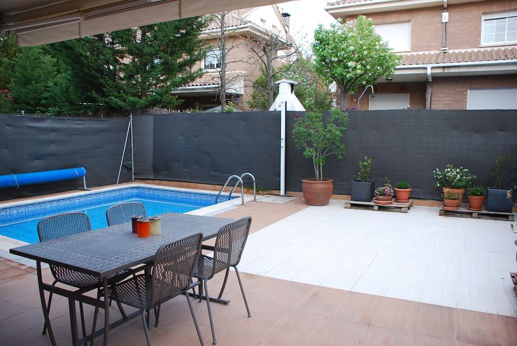 Apartamento con ba o privado casas en alquiler en for Piscina villanueva de la canada