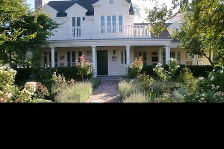 Grape House B&B - Healdsburg - Bed & Breakfast